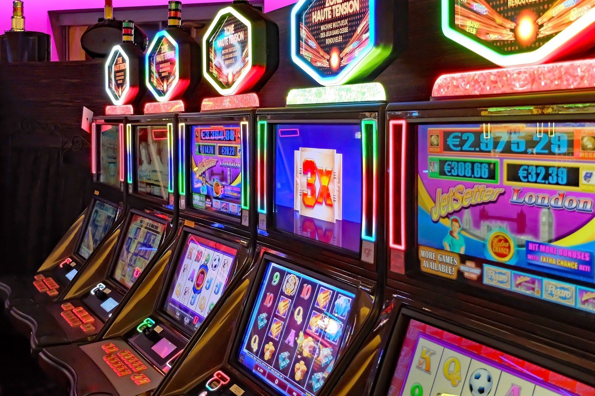 How online casinos operate